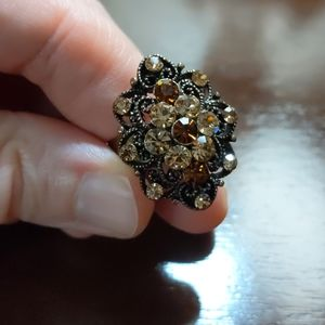 Sparkly adjustable ring, brown tones.